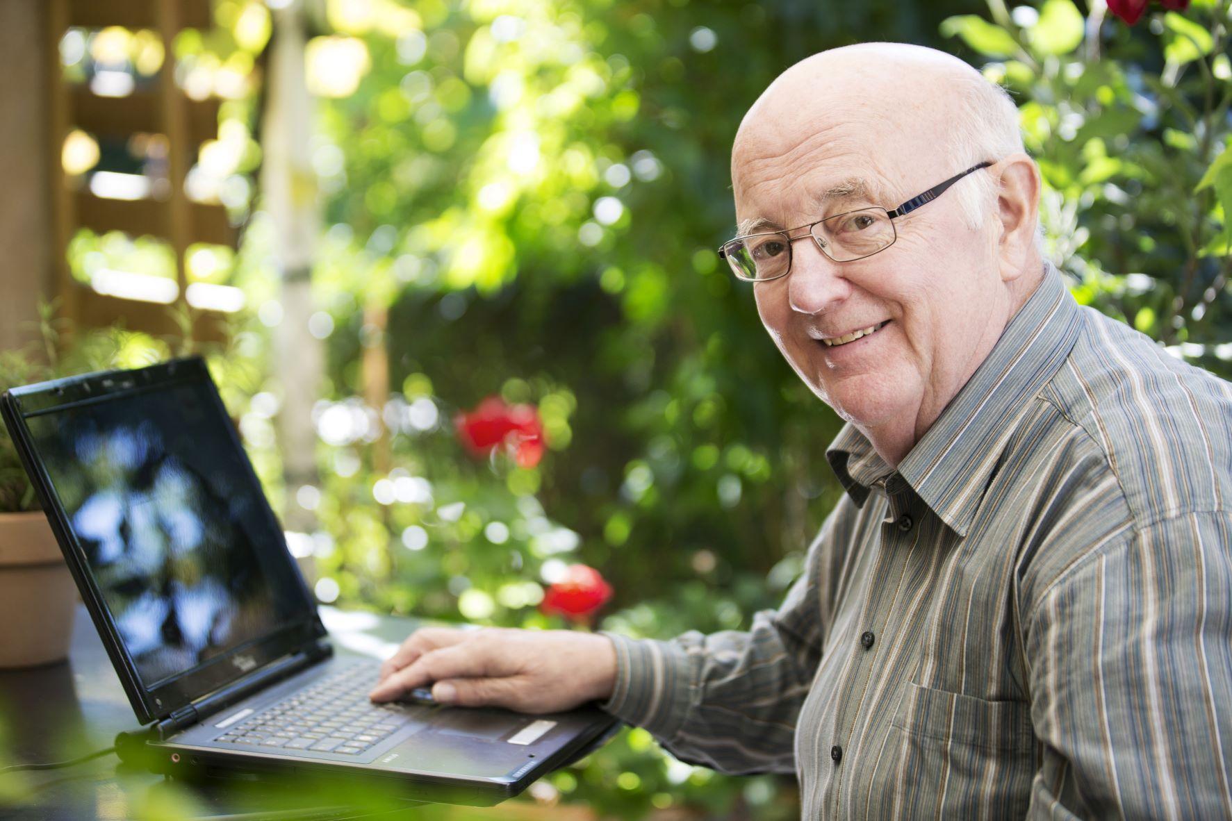 Für pflegende Angehörige: Auszeit im Online-Pflegecafé der Selbsthilfe